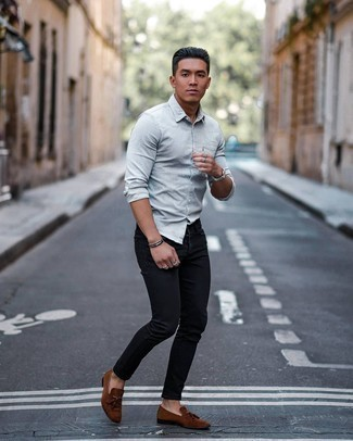 Dress Shoes Outfits For Men: Rock a grey long sleeve shirt with black skinny jeans for a casual look with a clear fashion twist. And if you want to effortlessly level up your outfit with footwear, complement your getup with a pair of dress shoes.