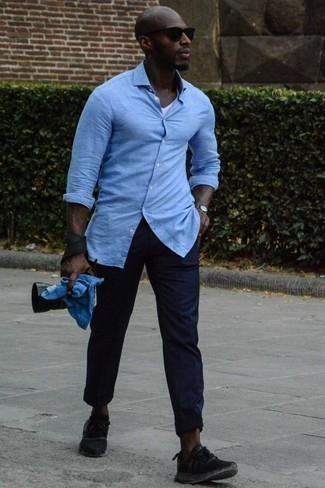 Men's Looks & Outfits: What To Wear Casually: If the setting allows a relaxed getup, choose a light blue linen long sleeve shirt and navy chinos. Tone down the formality of this ensemble by rounding off with black athletic shoes.