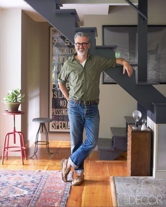 How To Wear Blue Jeans With an Olive Long Sleeve Shirt For Men: To assemble an off-duty ensemble with a modern spin, dress in an olive long sleeve shirt and blue jeans. For extra fashion points, throw a pair of tan suede boat shoes in the mix.