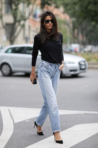 Black Long Sleeve T-shirt Outfits For Women: This ensemble with a black long sleeve t-shirt and light blue ripped boyfriend jeans isn't so hard to pull off and easy to change. A chic pair of black suede pumps is an easy way to transform your ensemble.