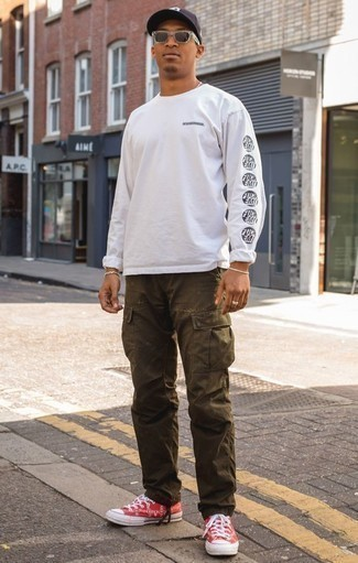 How to Wear a Long Sleeve T-Shirt For Men: Look stunning without exerting much effort in a long sleeve t-shirt and olive cargo pants. All you need is a pair of red canvas low top sneakers to round off your ensemble.