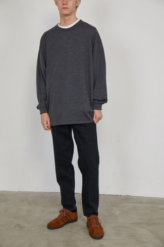 Crew-neck T-shirt Outfits For Men: No matter where the day takes you, you can always rely on this off-duty combination of a crew-neck t-shirt and black jeans. A pair of tobacco suede low top sneakers will be a welcome complement for this getup.