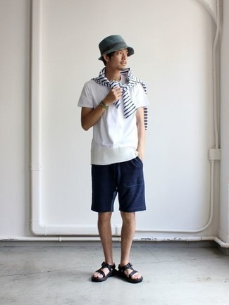 Men's Outfits 2021: Why not wear a white and navy horizontal striped long sleeve t-shirt with navy sports shorts? As well as very practical, both of these items look awesome paired together. Complete this look with a pair of black canvas sandals to make an all-too-safe look feel suddenly fun and fresh.