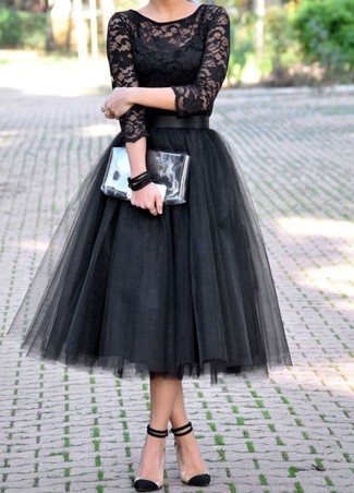 This pairing of a black lace long sleeve t-shirt and a black tulle full skirt will attract attention for all the right reasons. For footwear, go down the classic route with black suede pumps. As days are getting cooler, you'll discover that an ensemble like this is perfect for the season.