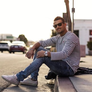 How to wear: white and navy horizontal striped long sleeve t-shirt, light blue ripped jeans, white low top sneakers, black sunglasses