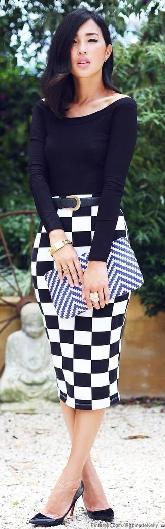 Try pairing a black long sleeve t-shirt with a white and black check pencil skirt for a refined yet off-duty ensemble. Complement this look with black leather pumps.