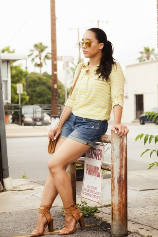 Step up your off-duty look in a green-yellow t-shirt and navy denim shorts. Why not introduce tan studded leather heeled sandals to the mix for an added touch of style?
