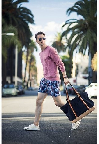 How to wear: pink long sleeve t-shirt, blue print shorts, white low top sneakers, navy canvas tote bag