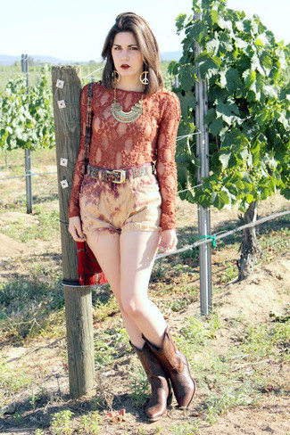 A tobacco lace long sleeve t-shirt and khaki denim shorts are a great outfit formula to have in your arsenal. Dark brown leather mid-calf boots will add a new dimension to an otherwise classic look.