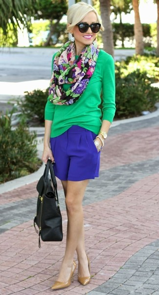 Women's Green Long Sleeve T-shirt, Blue Shorts, Tan Leather Pumps, Black Leather Tote Bag