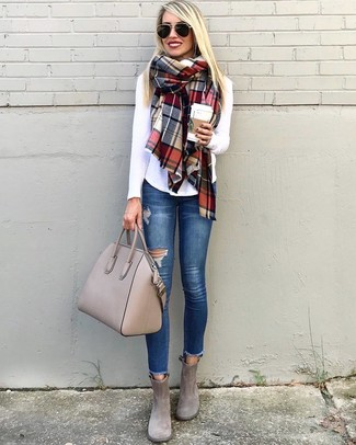A white long sleeve t-shirt and a multi colored scarf is a good combination to impress your crush on a date night. Add a glam twist to your look with grey suede booties. Longer daylight hours call for cooler outfits like this one.