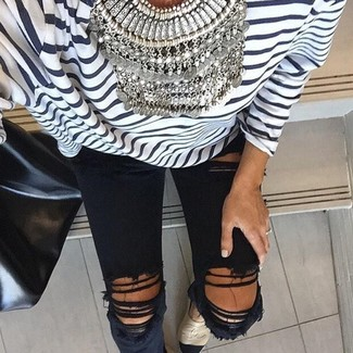 How to wear: white and navy horizontal striped long sleeve t-shirt, black ripped skinny jeans, beige espadrilles, black leather tote bag
