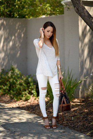 How To Wear White Skinny Jeans With a White Long Sleeve T-shirt ...