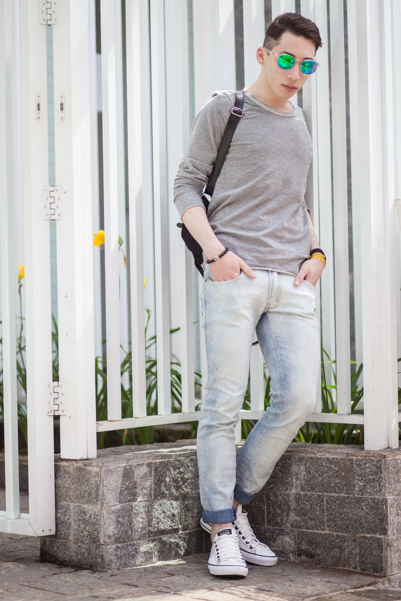 2019 year look- Blue Light jeans men fashion pictures