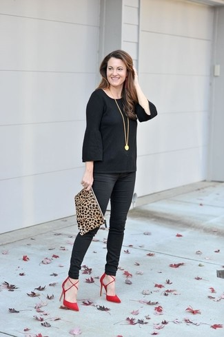 How to wear: black ruffle long sleeve t-shirt, black skinny pants, red suede pumps, tan leopard suede clutch