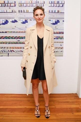 Manteau beige robe debardeur noire sandales a talons noires large 5113