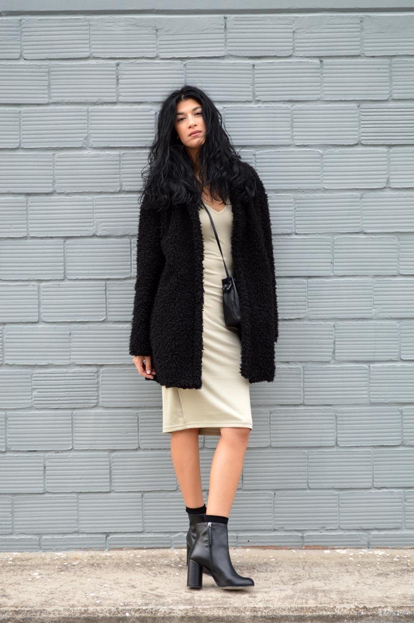 Manteau noir fourrure beige
