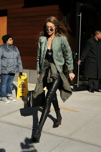 A nicely put together pairing of an olive military jacket and black leather skinny jeans will set you apart effortlessly. Got bored with this getup? Enter black suede ankle boots to jazz things up. Loving that this outfit is great when chillier weather comes.