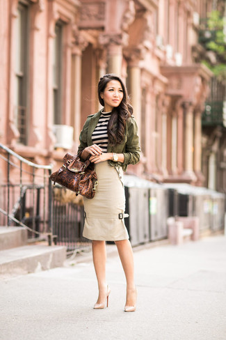 An olive military jacket and a beige pencil skirt are perfect for both running errands and a night out. A pair of beige leather pumps will add more polish to your overall look.  An easy-to-transition getup like this one makes it super easy to welcome the new season.