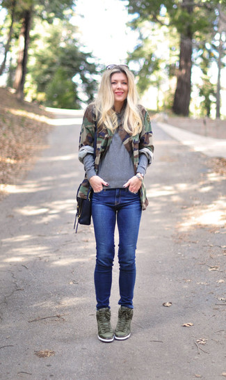 How to wear: olive camouflage military jacket, grey crew-neck sweater, blue skinny jeans, olive leather wedge sneakers