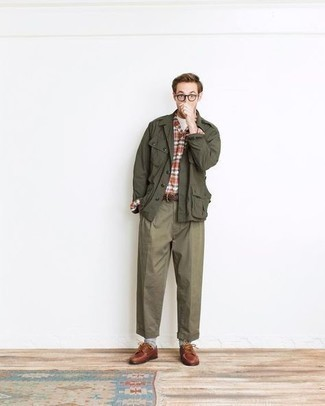 Boat Shoes Outfits: Marrying an olive military jacket with olive chinos is a nice idea for a casual outfit. Add a pair of boat shoes to your ensemble and off you go looking boss.
