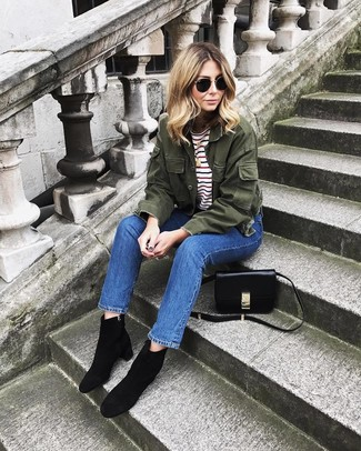 This combo of an olive military jacket and blue jeans is perfect for off-duty occasions. Elevate this look with black suede ankle boots. As you can guess, this is also a killer idea come warmer days.