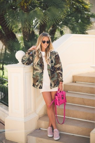 How to wear: olive camouflage military jacket, white mesh crew-neck t-shirt, white mini skirt, pink plimsolls