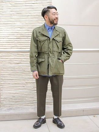 How to Wear an Olive Military Jacket For Men: This pairing of an olive military jacket and dark brown dress pants couldn't possibly come across as anything other than incredibly dapper and elegant. Add a pair of black leather derby shoes to this outfit et voila, the outfit is complete.