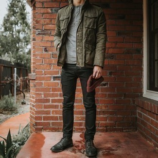 How to Wear a Henley Shirt For Men: This combination of a henley shirt and black jeans provides comfort and functionality and helps you keep it low-key yet modern. A pair of black leather casual boots effortlessly bumps up the style factor of this outfit.