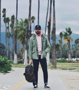 How to Wear a Navy Print Baseball Cap For Men: For something on the cool and laid-back side, you can go for a green military jacket and a navy print baseball cap. To bring some extra zing to this ensemble, add a pair of black and white canvas low top sneakers to the equation.