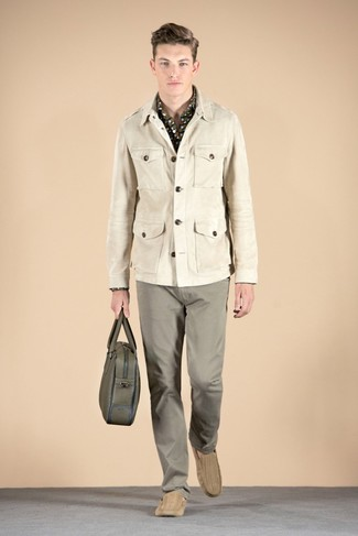 How to wear: beige military jacket, olive camouflage long sleeve shirt, grey chinos, tan suede driving shoes
