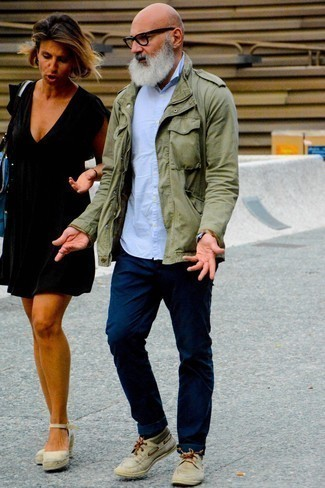 Beige Suede Desert Boots Outfits: An olive military jacket and navy jeans are great menswear elements to have in your casual box. Let your styling expertise really shine by rounding off your ensemble with beige suede desert boots.