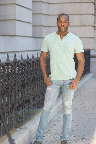 If you want to look cool and remain cosy, try pairing a pastel green henley shirt with baby blue ripped skinny jeans. Polish off the ensemble with dark grey plimsolls. This one will play especially nice when real summer weather settles in.