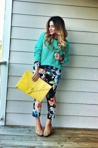 Yellow Leather Clutch Outfits: A mint oversized sweater and a yellow leather clutch are amazing essentials that will integrate really well within your daily casual collection. Add a pair of beige leather heeled sandals to the equation to kick things up to the next level.