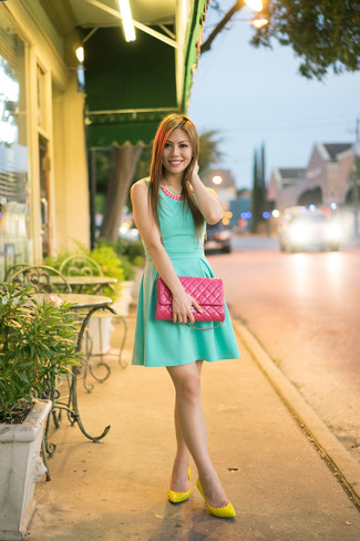 Go for a pastel green skater dress to achieve a chic look. Let's make a bit more effort now and grab a pair of green-yellow leather pumps. What better option for a warm hot weather day?