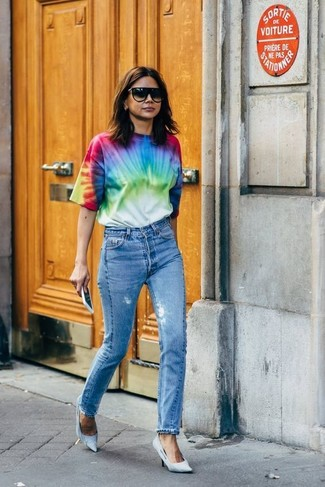 How to wear: multi colored tie-dye crew-neck t-shirt, blue jeans, light blue canvas pumps, black sunglasses