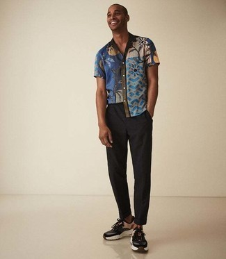 Dark Brown Athletic Shoes Outfits For Men: Try teaming a multi colored print short sleeve shirt with black chinos to show you've got serious sartorial prowess. Let your styling skills really shine by finishing off this look with a pair of dark brown athletic shoes.