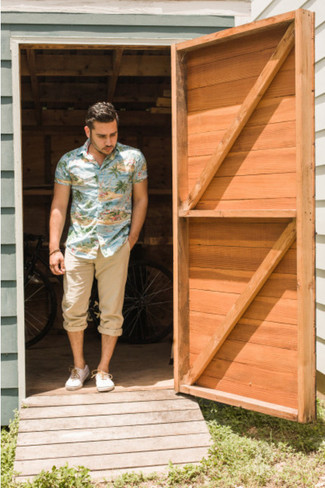 This combination of a multi colored short sleeve shirt and khaki casual trousers is perfect for off-duty occasions. A pair of white plimsolls fits right in here. As we all know, the key to getting through the hottest time of year is opting for cool ensembles like this one.