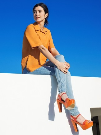 How to wear: mustard short sleeve button down shirt, light blue skinny jeans, orange leather heeled sandals