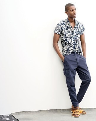 How to Wear Navy Cargo Pants: A navy and white print short sleeve shirt and navy cargo pants are the kind of a winning casual look that you need when you have zero time to pick out an ensemble. And if you need to instantly dress down your ensemble with footwear, why not go for yellow leather sandals?