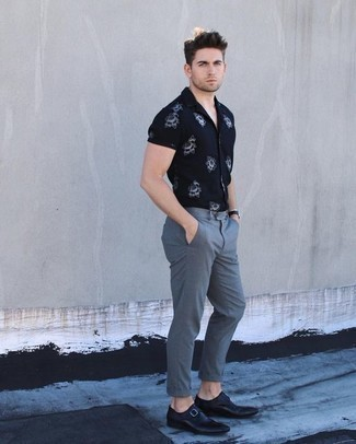 How to Wear a Navy and White Floral Shirt For Men: Fashionable and functional, this off-duty combination of a navy and white floral shirt and grey chinos will provide you with variety. You know how to play it up: black leather monks.