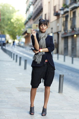 How to wear: navy blazer, black bermuda shorts, black cutout leather lace-up ankle boots, grey scarf
