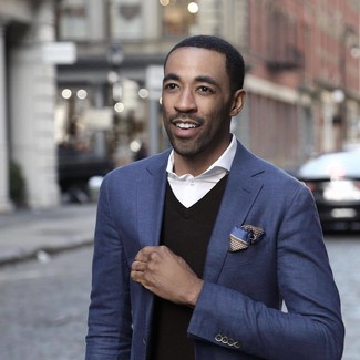 Try pairing a black v-neck sweater with a navy blazer to create a smart casual look. So as you can see, it's very easy to look seriously stylish and stay cozy come chillier weather, all thanks to outfits like this.
