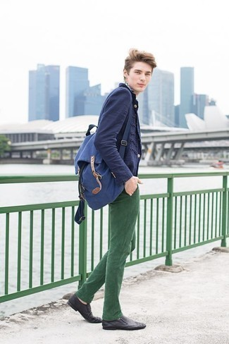 How to Wear a Bag For Men: Such pieces as a navy blazer and a bag are an easy way to inject extra cool into your off-duty styling routine. A trendy pair of black leather loafers is a simple way to infuse a hint of class into this ensemble.