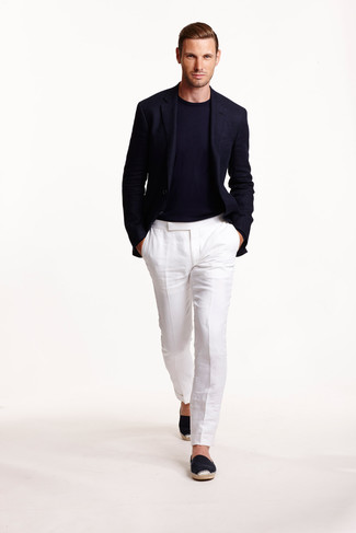 This combination of a navy wool coat and white linen dress pants is the picture of elegance. A pair of espadrilles brings the dressed-down touch to the ensemble.