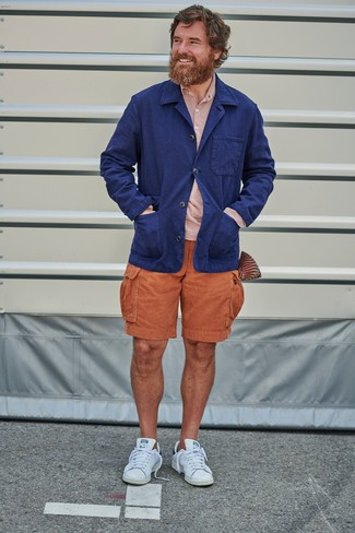 Men's Looks & Outfits: What To Wear In Hot Weather: Pairing a navy linen blazer with orange shorts is an amazing choice for an effortlessly sleek look. White leather low top sneakers can effortlesslly dress down a polished getup.
