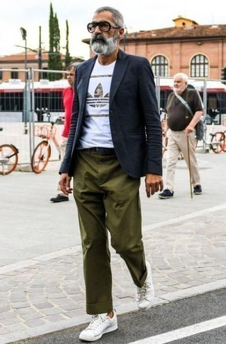 How to Wear White Leather Low Top Sneakers For Men: This pairing of a navy blazer and olive chinos is an interesting balance between dressy and laid-back. Finishing with white leather low top sneakers is an effective way to bring a more laid-back feel to your look.