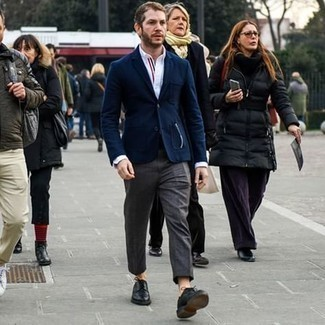 Charcoal Dress Pants Outfits For Men: To look cool and dapper, rock a navy blazer with charcoal dress pants. Black leather derby shoes tie the outfit together.