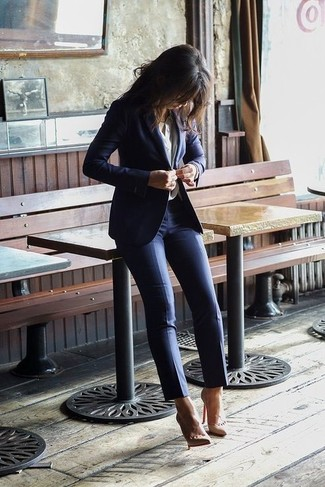 Women's Navy Blazer, White Dress Shirt, Navy Skinny Pants, Beige Leather Pumps