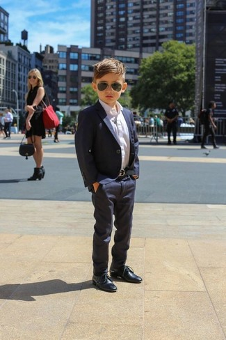 Boys' Looks & Outfits: What To Wear In 2020: Teach your son to take pride in his appearance by suggesting that he pair a navy blazer with navy trousers. Navy oxford shoes are a savvy choice to round off this style.